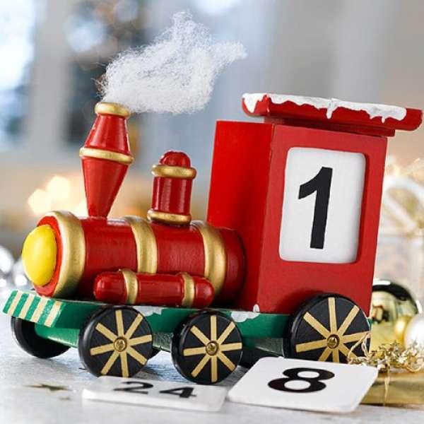 Adventskalender als Lokomotive aus Holz Eisenbahn Weihnachten Deko Handarbeit